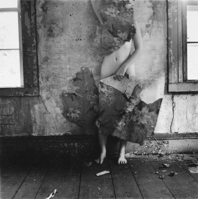 francesca-woodman-space-2-providence-1977