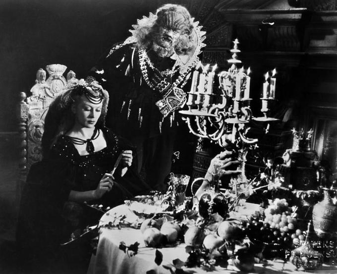 beauty-and-the-beast-1946-belle-and-knife